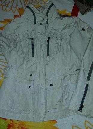 Легкая  куртка р.48