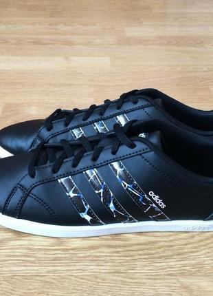 Кроссовки adidas оригинал 39 размера в состоянии новых