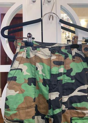 Модные штаны military Bershka