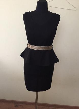 Чёрное платье футляр с баской