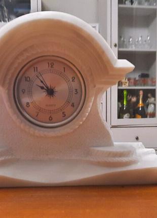 Каминные часы из мрамора.