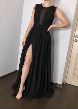 Шикарное шифоновое платье в пол с разрезом на ножке.