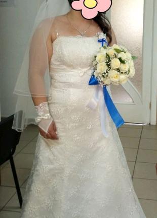 Продам свадебное платье цвета Айвори, фату, диадему.