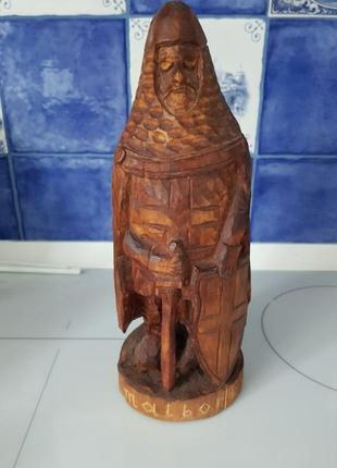 Деревянная резная статуэтка воин malbork.