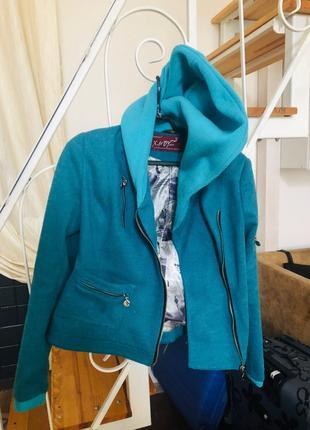 Куртка осенняя новая с капюшоном