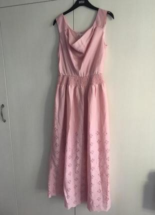 Нежное платье пепельно розового цвета с перфорацией