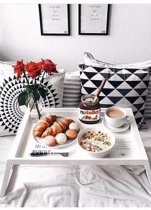 Подносы-столики для завтраков в постель.В сером и белом цветах...