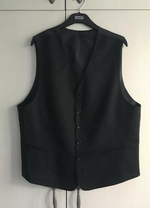 Классическая мужская жилетка костюмная чёрная