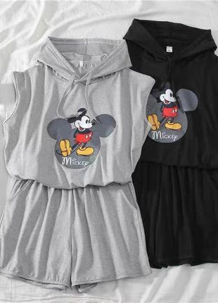 Костюм mickey серый и черный футболка с капюшоном и шорты