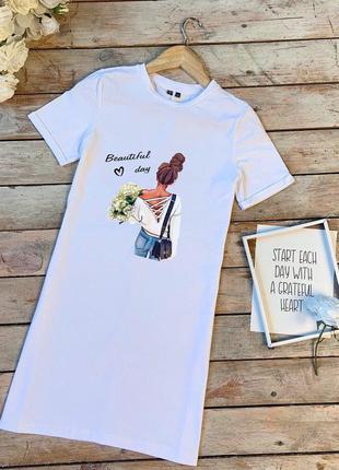 Базовое платье футболка белое с принтом