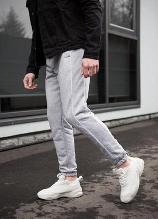 Мужские спортивные штаны серые с полоской