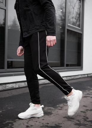 Мужские спортивные штаны черные с полоской
