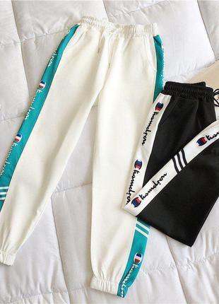 Спортивные штаны белые с яркими полосками