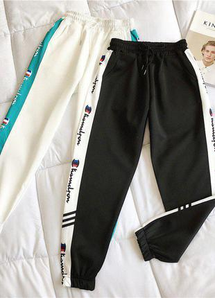 Спортивные штаны черные с яркими полосками