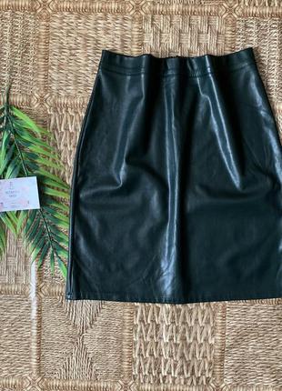 Кожаная юбка темно зеленого цвета