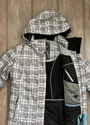 Теплая спортивная женская куртка