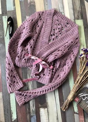 Красивый укороченный  пудровый свитер с бархатным пояском