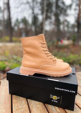Женские зимние кожаные ботинки на меху Dr.Martens 1460 Beige Prem