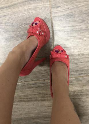 Босоножки туфельки на каблуке с открытым носком