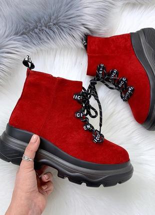 Стильные красные замшевые ботинки на шнуровке,массивные красны...