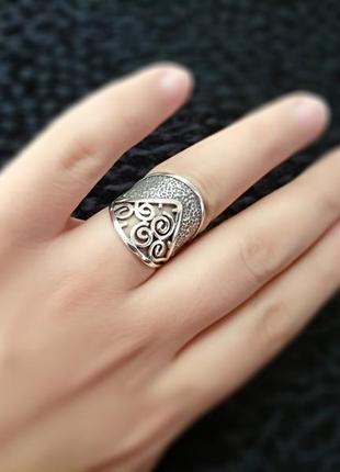 Серебряное массивное кольцо с узором 925