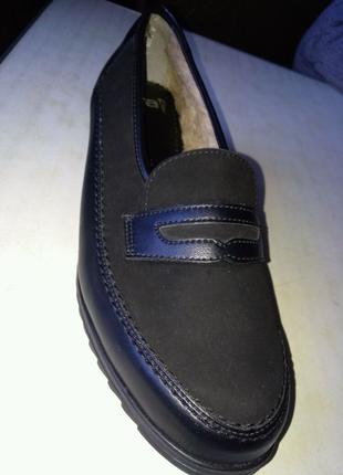 Зимня-осеняя обувь (женская)