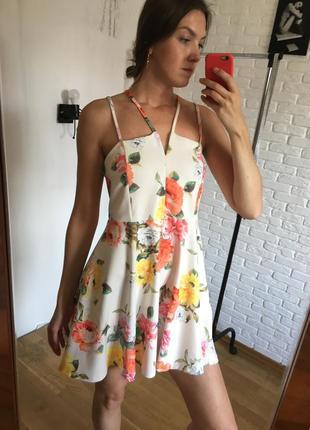 Платье в цветы на бретелях юбка солнце