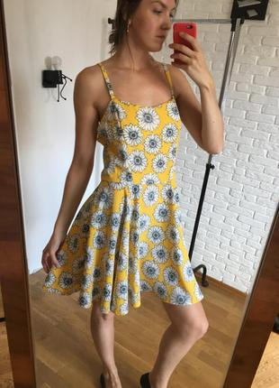 Платье в цветы ромашки на бретелях юбка солнце