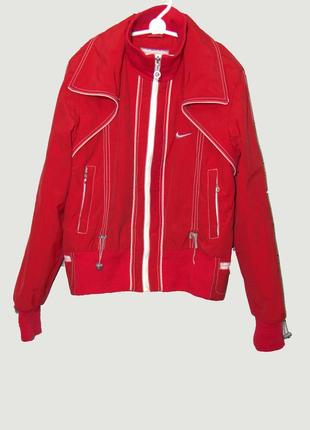 Крутая красная утепленная осенняя куртка ветровка nike