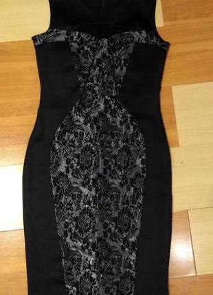Платье с кружевной вставкой