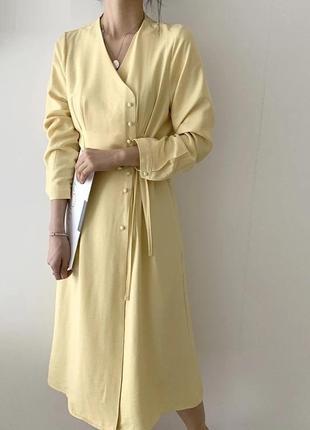 Тренд платье миди с пуговицами на запах бежевое пастельное с з...