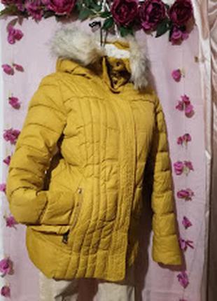 Тёплая,зимняя куртка с капюшоном . pull& bear