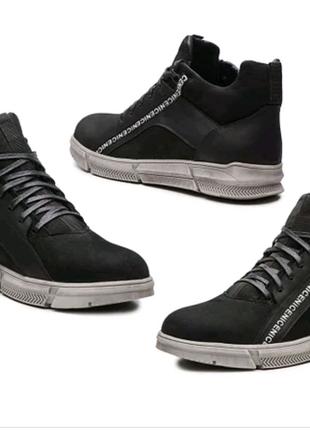 Зимние спортивные ботинки из натуральной кожи
