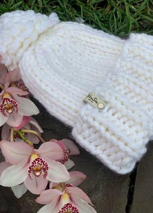 Вязаная женская шапка из Толстой пряжи