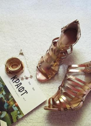 Золотые босоножки sole diva