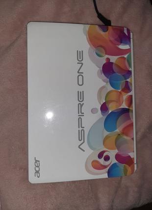Нетбук Acer Aspire One Ze7 белого цвета