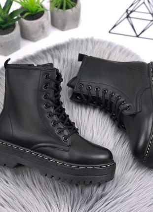 Качественные черные ботинки мартинсы деми