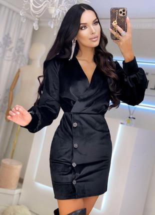 Черное вечернее платье из королевского бархата