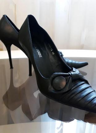 Туфли лодочки с острым носом 40 размер