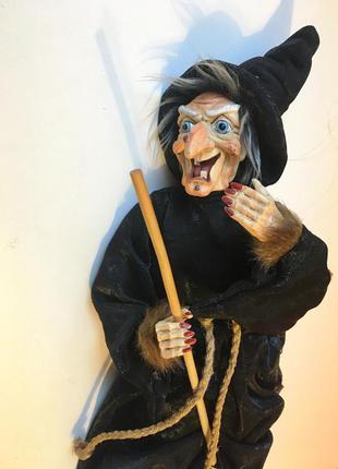 Декоративная кукла ведьма на метле колдунья
