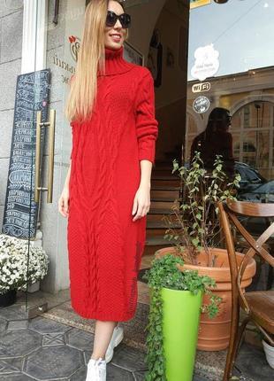 Вязаное платье с косами ручной работы
