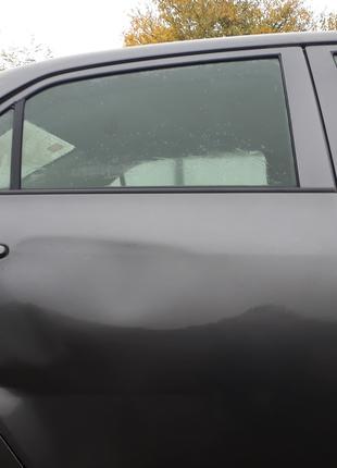 Стекло задней правой двери Toyota Corolla 150 (68113-12770)