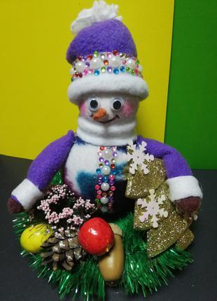 Снеговичок-добрячок с подарками декор для дома ручная работа
