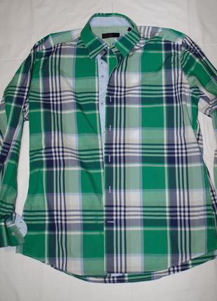 Стильная зеленая рубашка в клеточку с длинным рукавом