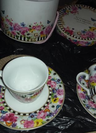 Две кофейные чашки с блюдцами, подарочная упаковка