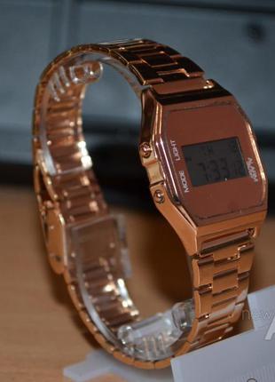 Цифровые часы New Look
