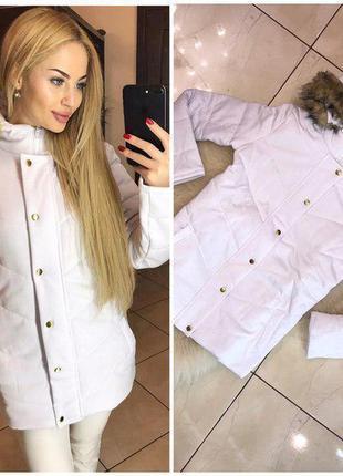 Женская прямая куртка с искусственным мехом на капюшоне