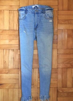 Loose джинсы zara trafaluc с бахромой и нашивкой, мам джинси