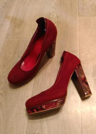 Замшевые красные туфли basconi с питоновым широким каблуком, р...