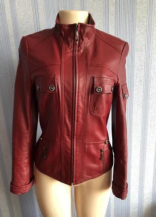 Кожаная женская осенняя бордовая куртка
